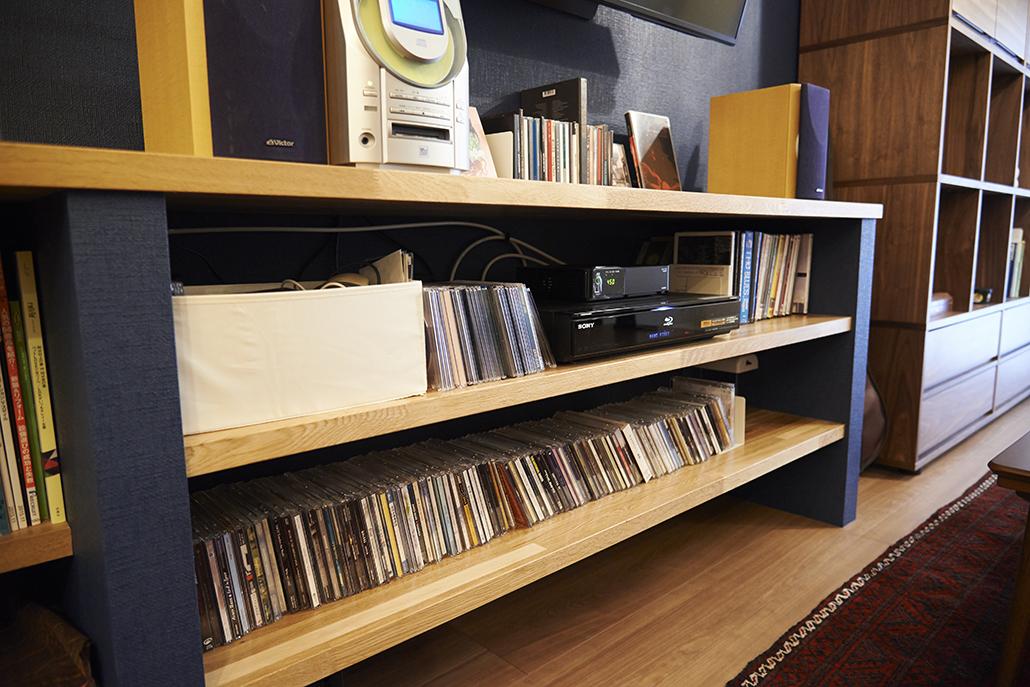 カウンタ、造作家具、収納、リビング、壁掛けテレビ、アクセントクロス、リノベーション、リノまま