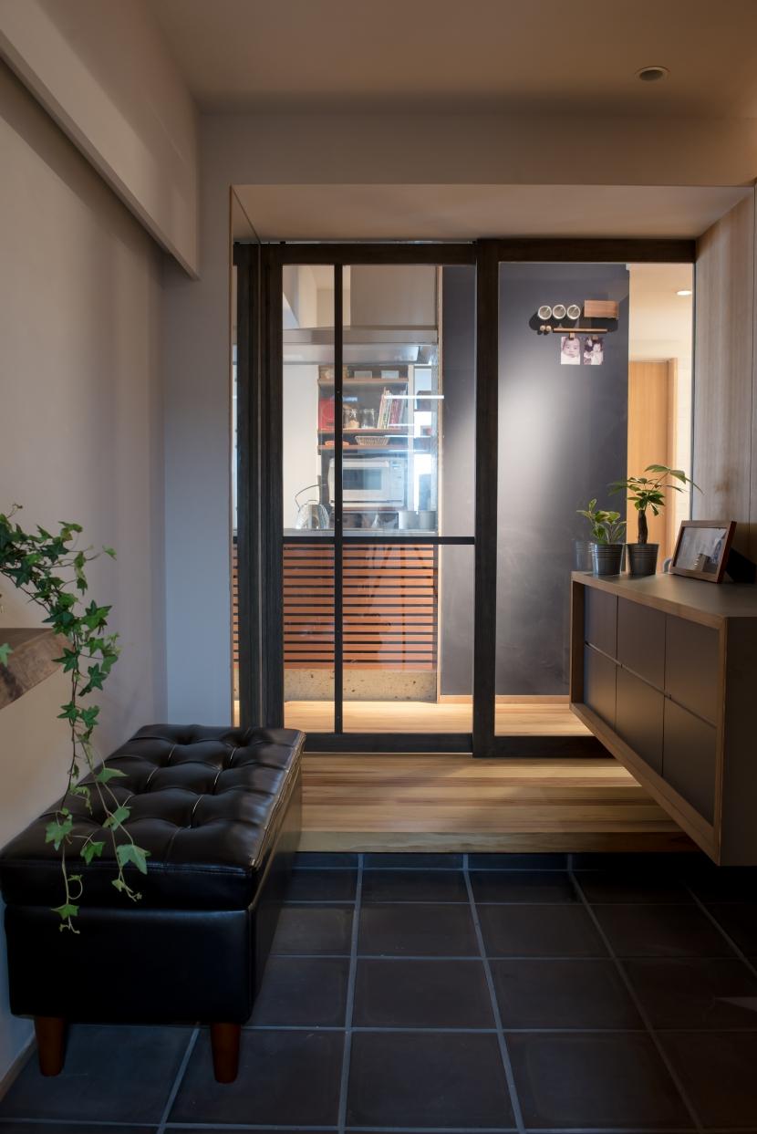 玄関、廊下、ガラス引き戸、リノベーション、マンションリノベーション、ハンズデザイン一級建築士事務所