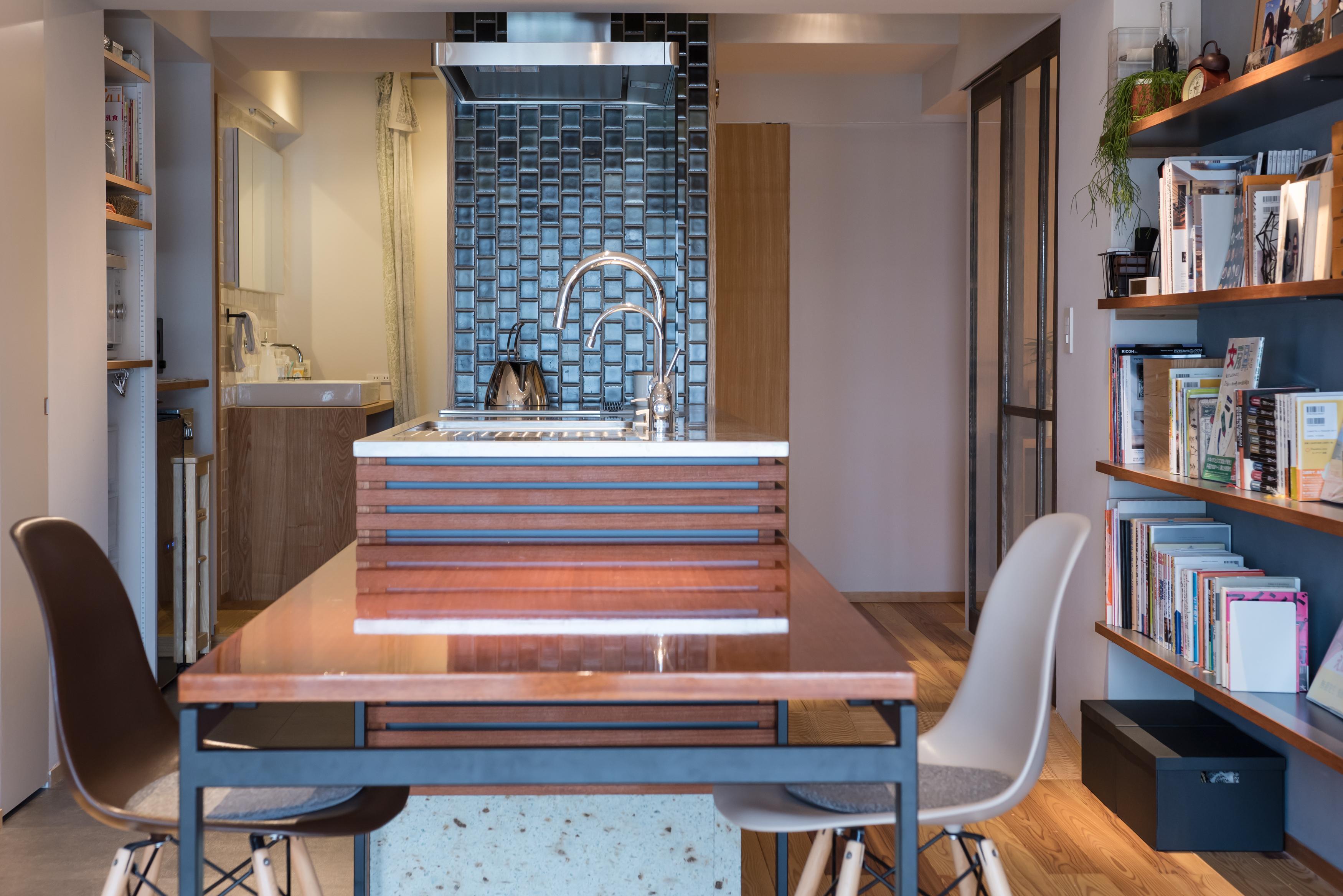 「ハンズデザイン一級建築士事務所」のリノベーション事例「キッチンを家の中心に。シンプルで広がりのある家。」