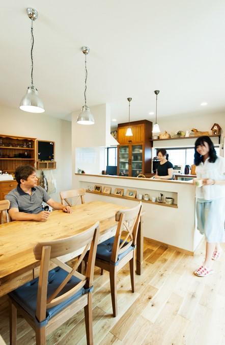 ダイニング、オープンキッチン、ナチュラル、カントリー調、無垢材、トラスト、戸建リノベーション