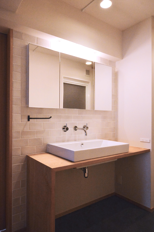 ユーティリティ、洗面室、サニタリー、タイル壁、洗面台、リノベーション、マンションリノベーション、ハンズデザイン一級建築士事務所