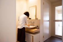 洗面台、タイル壁、壁付け水栓、シンプル、リノベーション、ecodeco
