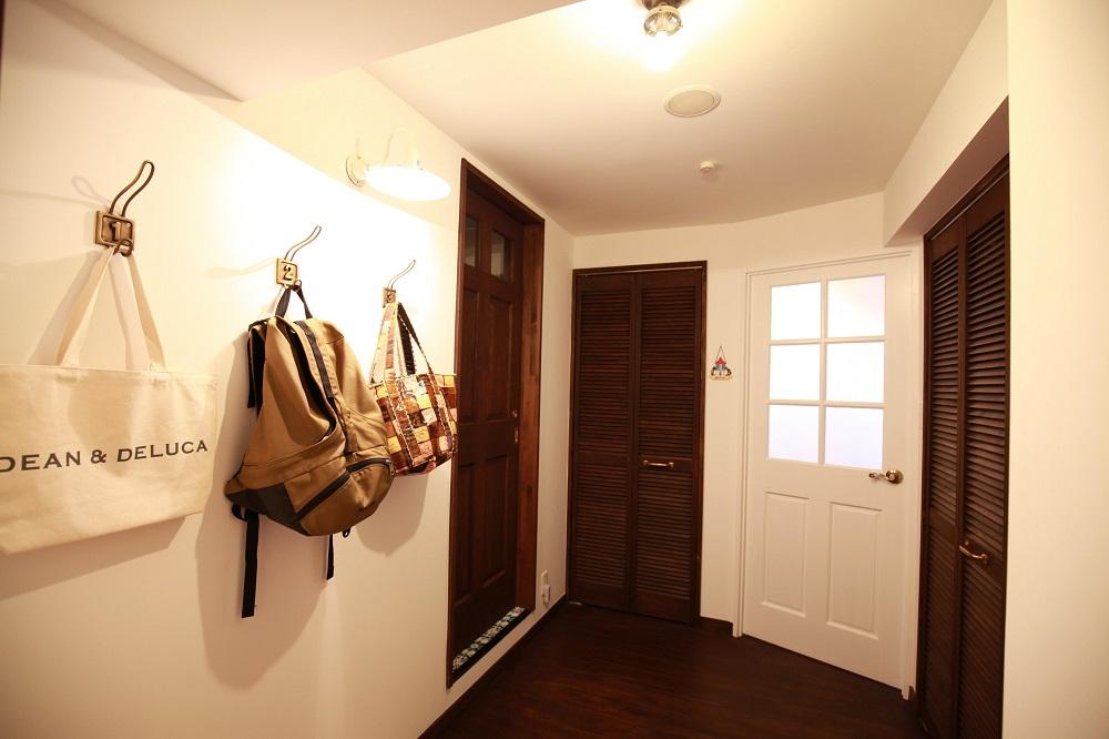 収納、壁かけ、コートフック、リノベーション、カフェ風、ルーバー扉、アンメゾンワールド