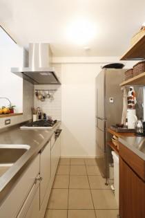 キッチンカウンター、カウンターキッチン、対面キッチン、キッチン収納、リノベーション、床暖房、磁器タイル