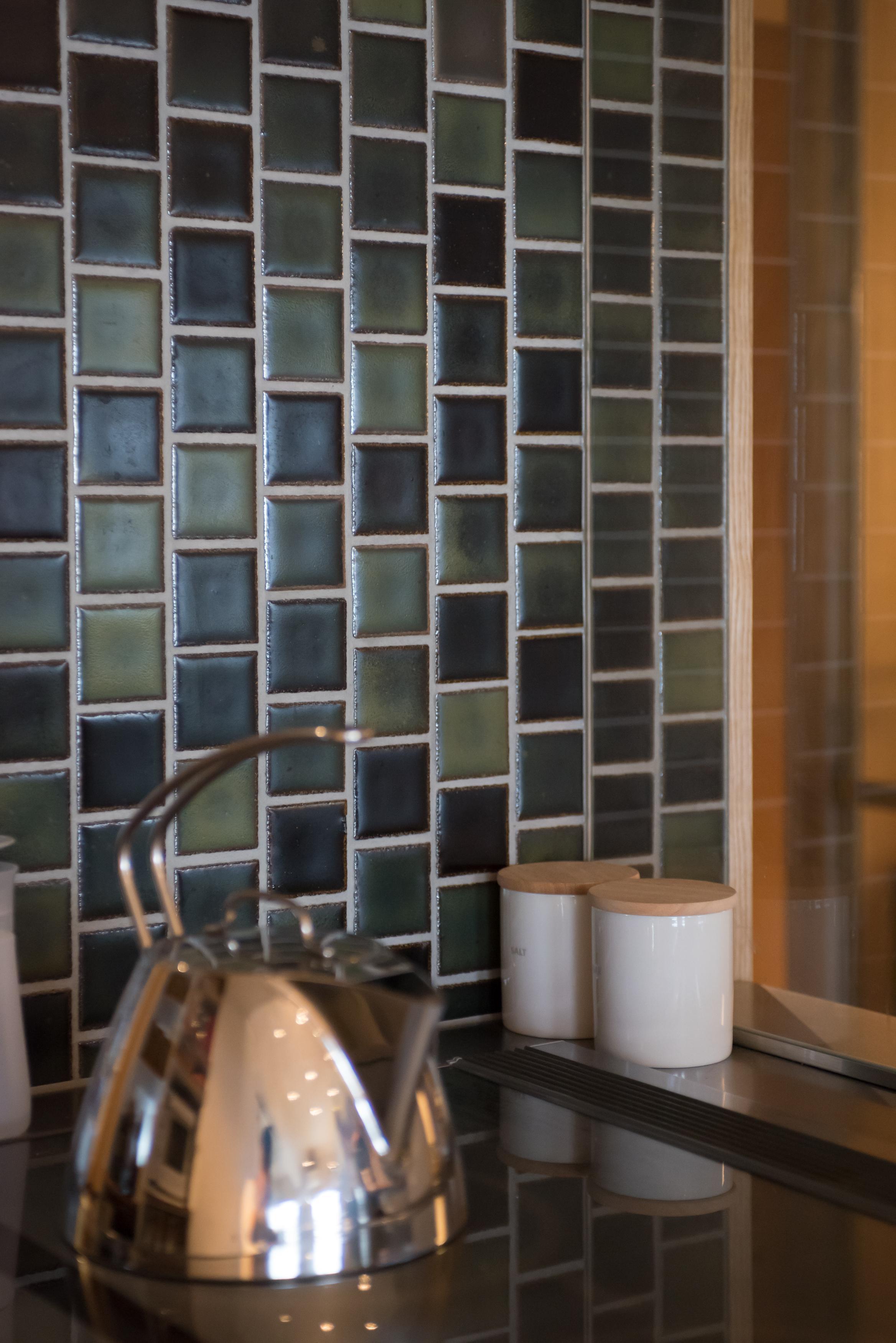 馬目地、タイル壁、キッチン、リノベーション、キッチン収納、マンションリノベーション、ハンズデザイン一級建築士事務所