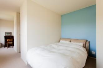 寝室、アクセントクロス、ブルーグレイ、壁紙、マンションリノベーション、リノベーション、ecodeco
