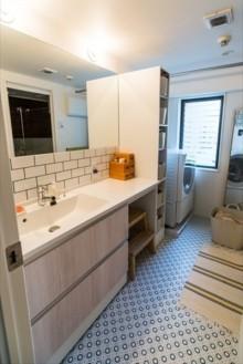 サブウェイタイル、洗面台、洗面室、模様貼り、リノベーション、howzlife
