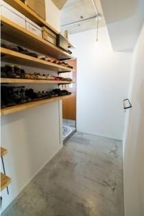 玄関、靴収納、玄関収納、モルタル床、リノベーション、howzlife