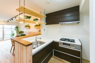 キッチン、オープンキッチン、カウンターキッチン、植物と暮らす、ナチュラル、マンションリノベーション、リノベーション