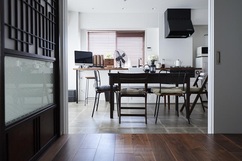 和テイスト、小上がり、格子戸、ダイニング、キッチン、タイル床、リノベーション、インテリックス空間設計