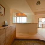 「ハンズデザイン一級建築士事務所」の「室内の中心に至福のバスルーム。通気性と採光を感じるリノベーション」