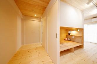 クローゼット、子供部屋、キッズルーム、無垢フローリング、自然素材、水工房、リノベーション、シラス塗り壁、パイン材