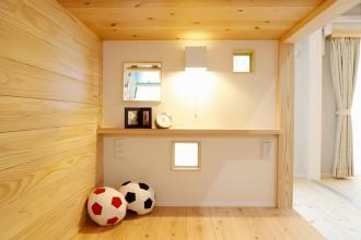 オリジナルベッド、小窓、明かりとり、寝室、子供部屋、キッズスペース、無垢フローリング、自然素材、水工房、リノベーション