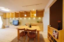 リビング収納、収納、作りつけ、壁面収納、天然木、無垢材、無垢フローリング、自然素材、水工房、リノベーション