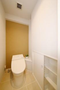 トイレ、タンクレストイレ、アクセントクロス、自然素材、水工房、リノベーション