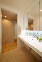 洗面台、タイル壁、モザイクタイル、洗面室、自然素材、水工房、リノベーション