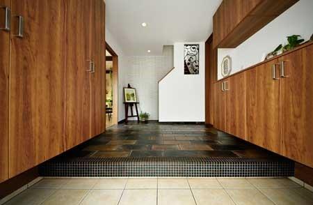 玄関、玄関収納、ヴィンテージ調、タイル床、自然素材、リノベーション、ロハススタジオ