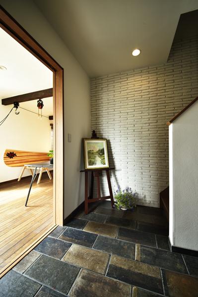 廊下、耐震、タイル床、タイル壁、自然素材、リノベーション、ロハススタジオ