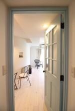 建具、ドア、アール壁、ニッチ、パイン材、無垢フローリング、自然素材、リノベーション、湘南リフォーム
