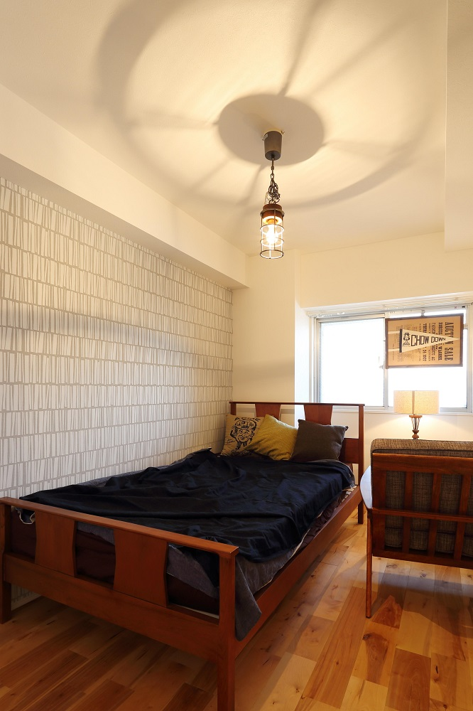 寝室、リビングルーム、無垢フローリング、自然素材、アクセントウォール、ノルデックスタイル、
