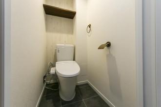 トイレ、アンティーク、タイル床、トイレ収納、リノベーション、リノベの一歩、ヴィンテージ感