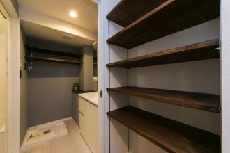 パウダールーム、バスルーム、ランドリールーム、洗面室、お風呂、収納、アクセントウォール、リノベーション、リノベの一歩