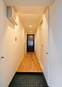 玄関、廊下、タイル床、玄関収納、リノベーション、レトロ、ビートハウス