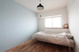 ベッドルーム、ベッドスペース、寝室、メープルフローリング、無垢、リノベーション、中古でリノベ