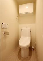 トイレ、トイレ収納、アクセントクロス、リノベーション、リノステージ、シンプル