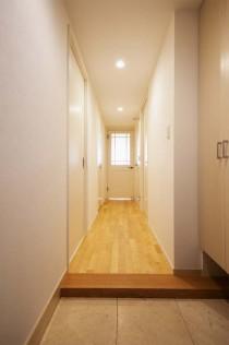 バーチ材、無垢フローリング、自然素材、廊下、直貼り、リノベーション、スタイル工房