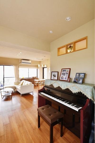 リノベーション、夢工房、フリースペース、ピアノ、ステンドグラス、室内窓