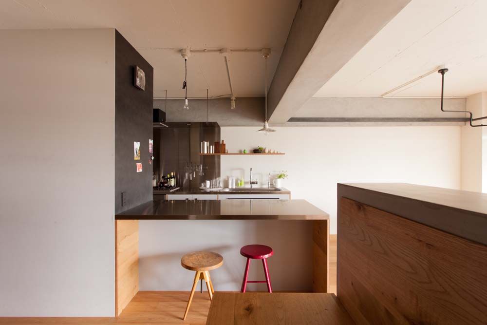 キッチン、キッチンカウンター、作業台、鉄板壁、見せる収納、リノベーション、ecodeco