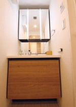 洗面台、ミラー、照明、木目柄、リノベーション、リノステージ