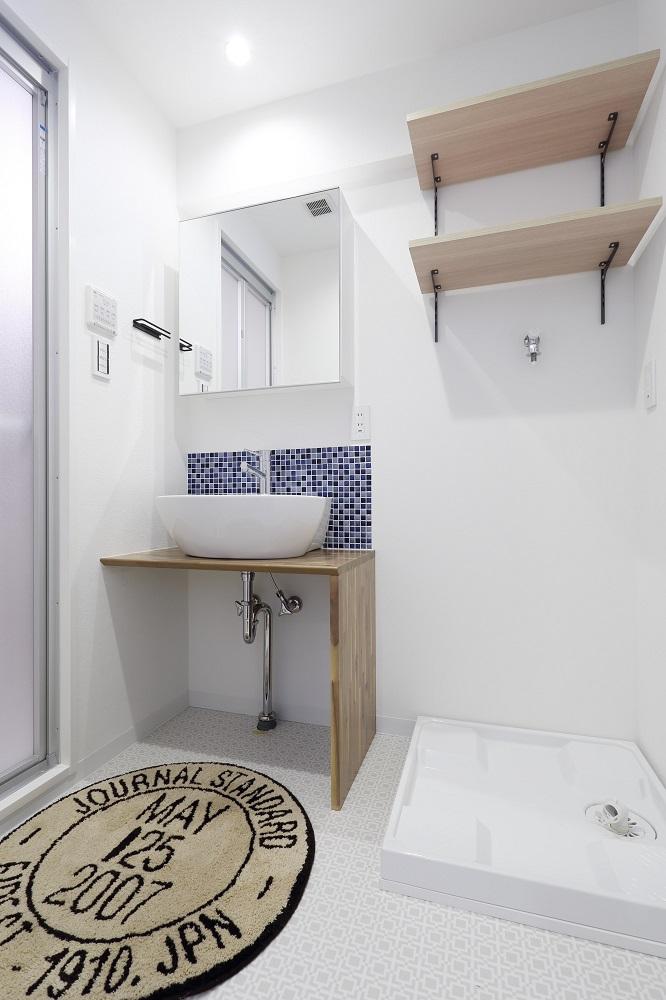 リノベーション、洗面台、無垢フローリング、ベッセルタイプ、可動棚、ノルデックスタイル、