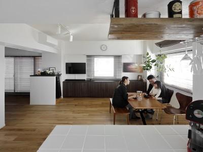 「LOHAS studio」のマンションリノベーション事例「潮騒ささやく爽やかな佇まいの家 -中古購入とリフォームを同時進行-」