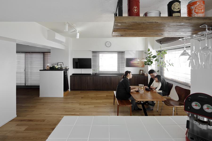 「LOHAS studio」のリノベーション事例「潮騒ささやく爽やかな佇まいの家 -中古購入とリフォームを同時進行-」