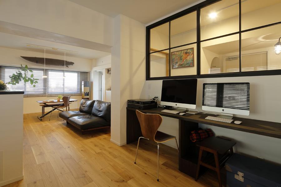 LOHAS studio、リノベーション、リビングルーム、回遊動線、西海岸風、室内窓、ワークスペース