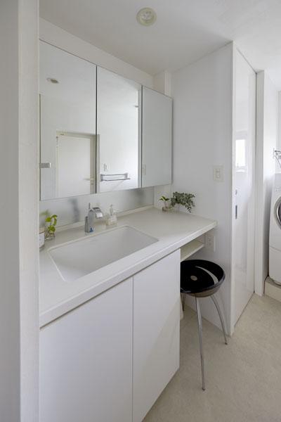 洗面カウンター、洗面台、シンプル、洗面収納、バスルーム、リノベーション、三井のリフォーム