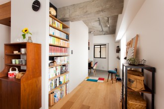 書斎、玄関土間、書斎スペース、スタディスペース、リノベーション、エコデコ、壁面収納、本棚