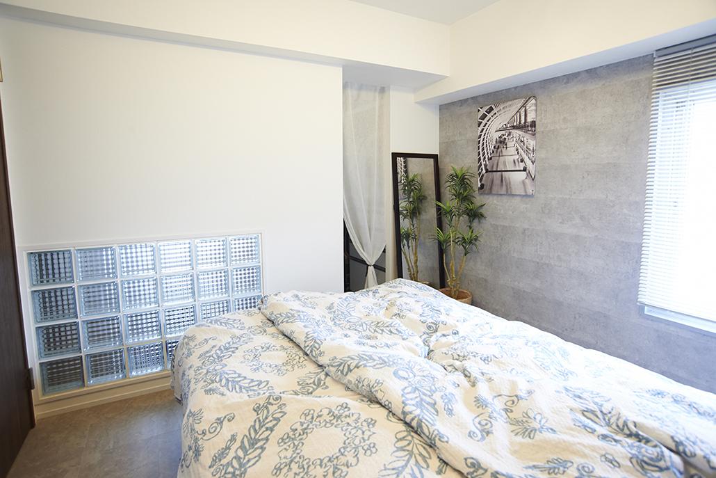 Renomama (リノまま)、リノベーション、寝室、回遊動線、シンプルモダン、ベッドルーム、ガラスブロック