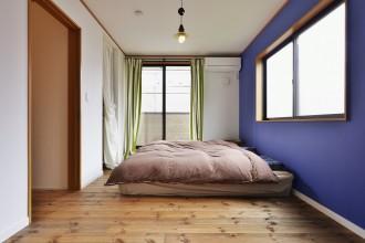 アクセントウォール、 レッドパイン、無垢フローリング、寝室、ベッドルーム、スタイル工房、リノベーション、自然素材