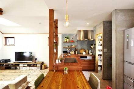 クックカウンター、パントリー、モルタル仕上げ、キッチン、タイル壁、スタイル工房、リノベーション、自然素材