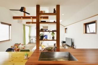 吹き抜け、梁、スポットライト、リビング、スタイル工房、リノベーション、自然素材