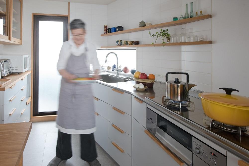 造作キッチン、配膳スペース、キッチン、タイル床、タイル壁、リノベーション、ハンズデザイン