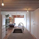 「Tsudou Design Studio(ツドウデザインスタジオ)」の「既存を活かした無駄のない住まい。つながりが生むゆとりの空間」