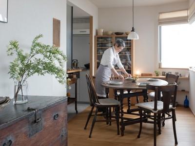 「ハンズデザイン一級建築士事務所」のマンションリノベーション事例「上質な素材に包まれたギャラリーのような家」