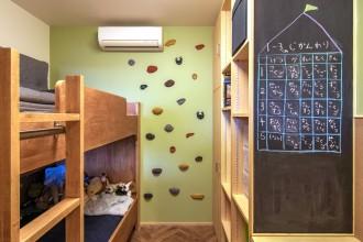 エキップ、リノベーション、子ども部屋、子供部屋、キッズルーム、ボルダリング壁、アクセントクロス、室内窓