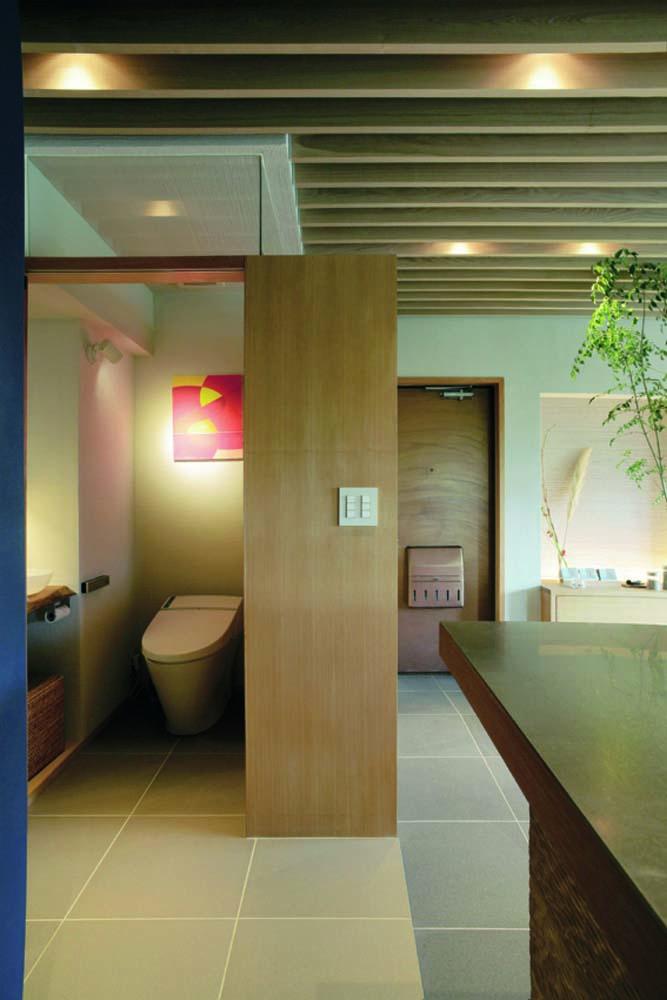 ハンズデザイン一級建築士事務所、リノベーション、仕切らない間取り、ワンルーム、トイレ、土間