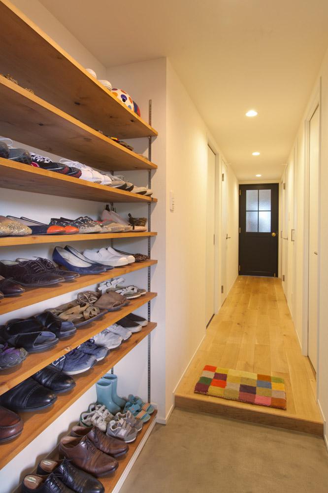 インテリックス空間設計、リノベーション、玄関、可動式棚、リビングドア、