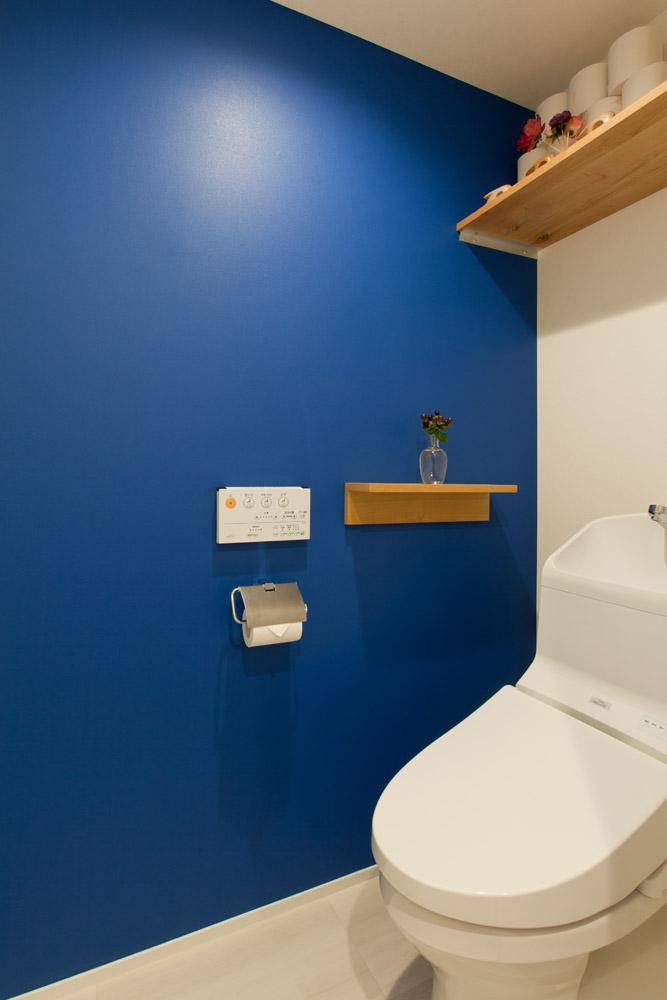 インテリックス空間設計、リノベーション、トイレ、ビビッド、アクセントカラー、